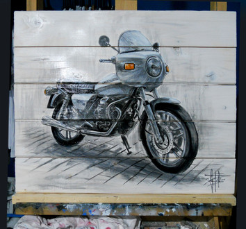 Moto_Guzzi_on_wood