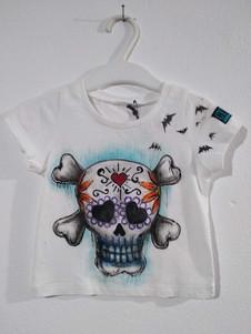 Teshio con ossa t-shirt dipinta a mano b