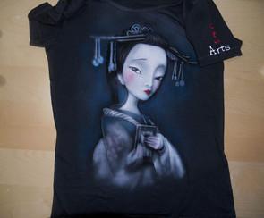 T Shirt disegnata e dipinta a mano