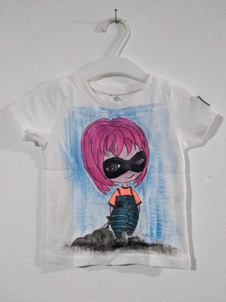 Ladruncola capelli fuxia t-shirt dipinta