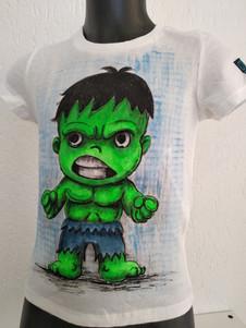 Mini Hulk t-shirt dipinta a mano bianca.