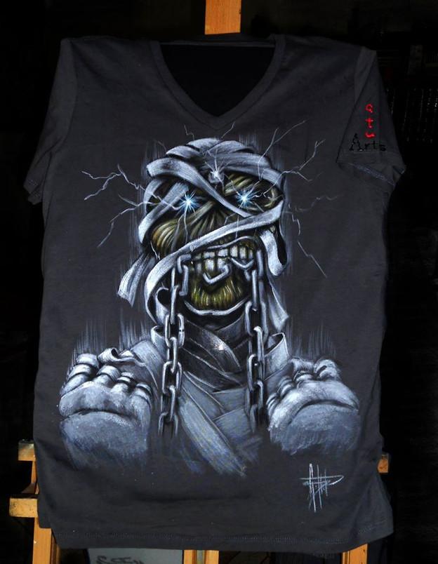 Iron Maiden T Shirt disegnata e dipinta