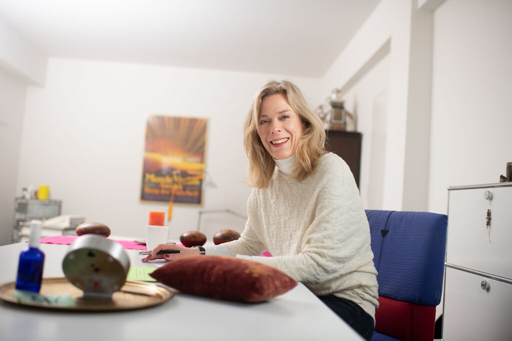 Christine Dam, in ihrer Praxis für Traditionelle Chinesische Medizin zum Thema Traditionelle Chinesische Medizin zu Corona-Zeiten