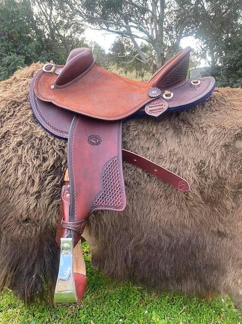 Stock / Fender saddle - full seat