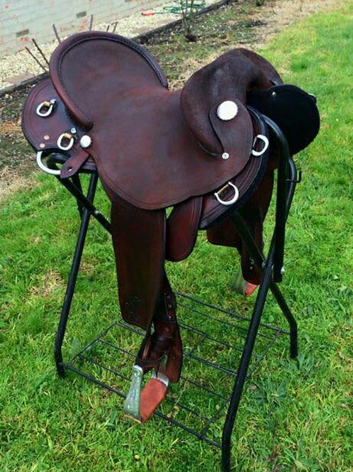 Saddles - Stock / Fender, full seat