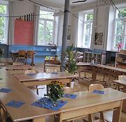 Freundlich gestaltetes Klassenzimmer nac