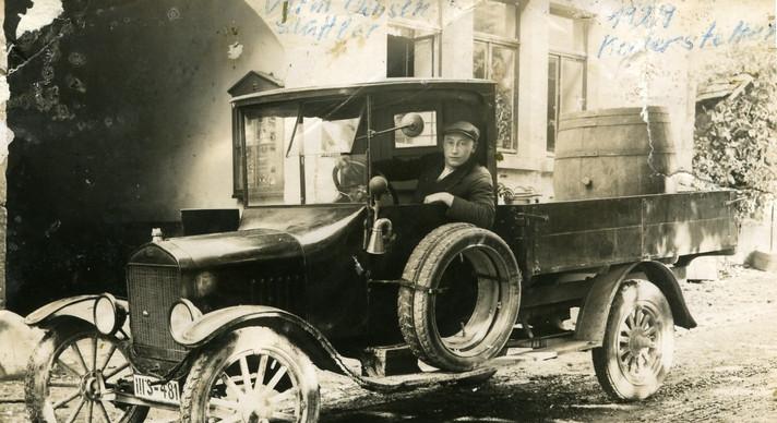 6 Hans Grund, der 'Milch-Hans', im Ford