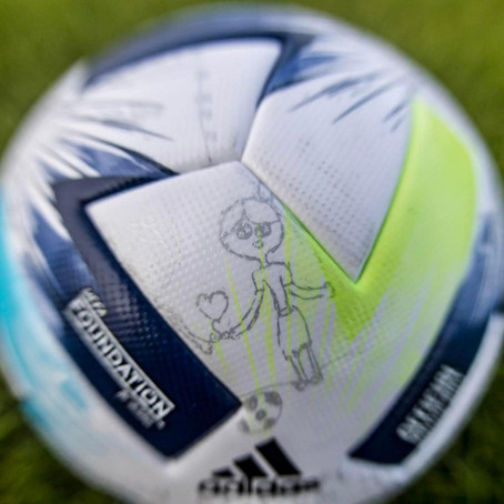 Dzieci zaprojektowały piłkę na Superpuchar Europy