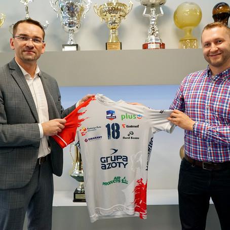 Palarnia kawy Hard Beans na koszulkach Grupy Azoty ZAKSA Kędzierzyn-Koźle