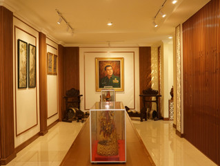 Private Gallery ( Design - Production - Installation - Merchandise Styling )