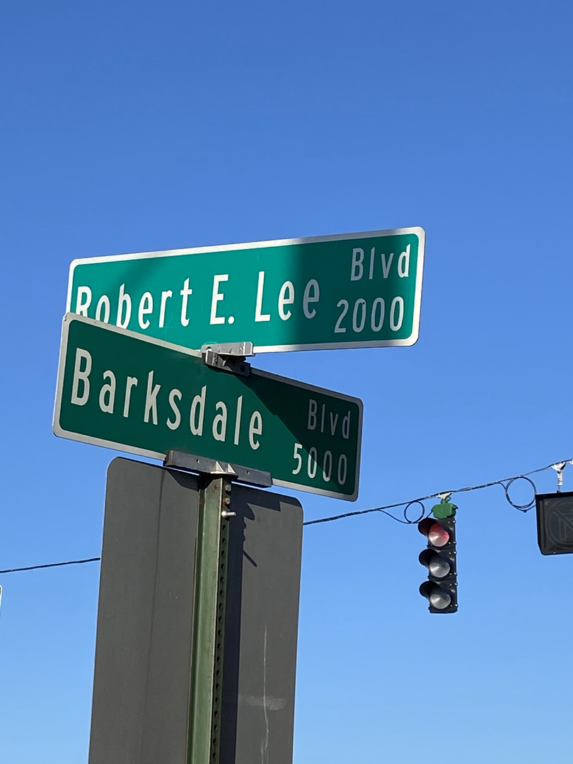 Red light at Robert E. Lee and Barksdale
