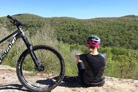 Vélos et raquettes au chalet des loisirs