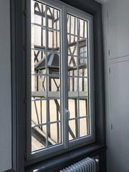 Fenêtre PVC blanc avec petits bois, profil DECEUNINCK, posée à Rouen, de chez Cap Isoplas