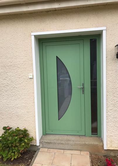 Porte d'entrée PVC de profil DECEUNINCK, posée à Le Mesnil Esnard, de chez Cap Isoplas