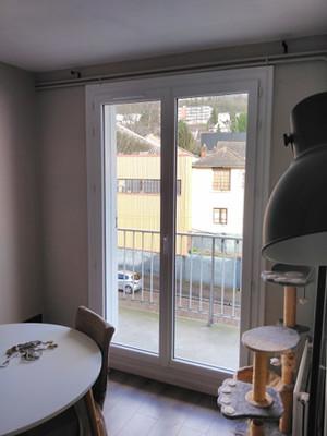Porte fenêtre PVC blanc, profil DECEUNINCK, posée à Maromme, de chez Cap Isoplas