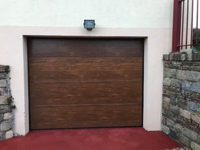 Porte de garage sectionnelle plafond posée à Barentin, de chez Aludoor