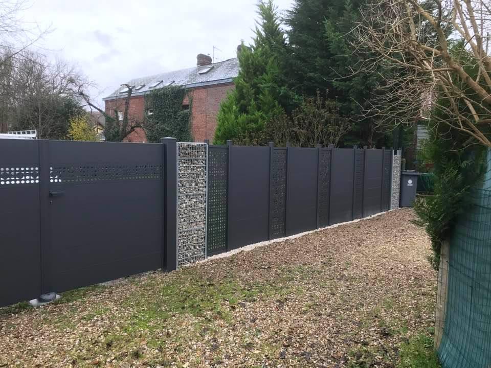 Portail / clôture posés à Le Houlme
