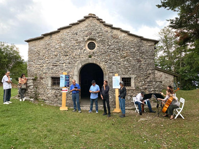 Inaugurata la mostra Sunny Flowers di Lia e Paolo Aldi a S. Martino