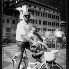 Marco Senettin con il figlio. In bicicletta.