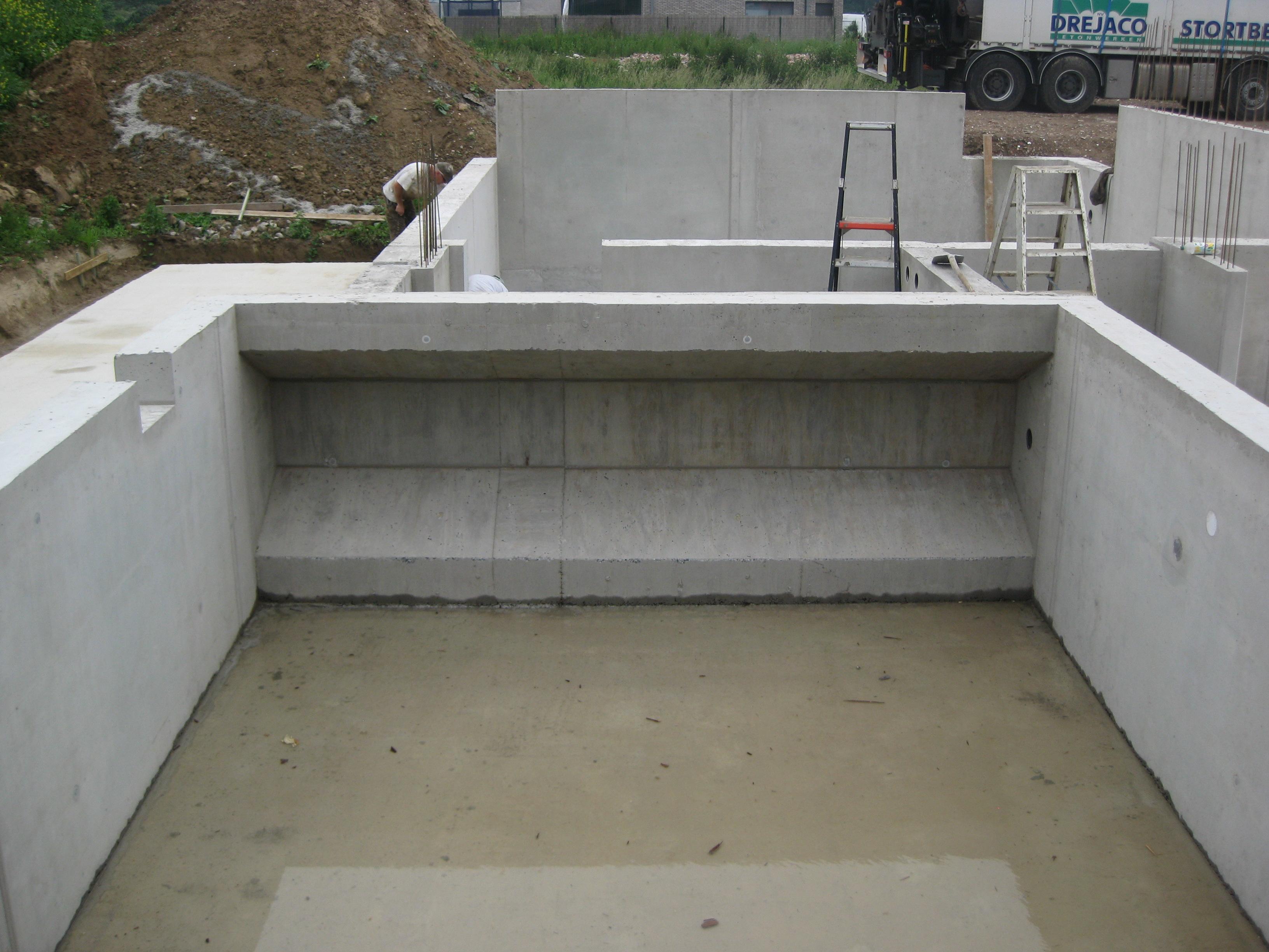 Betonwerken zwembadkuip te Velm