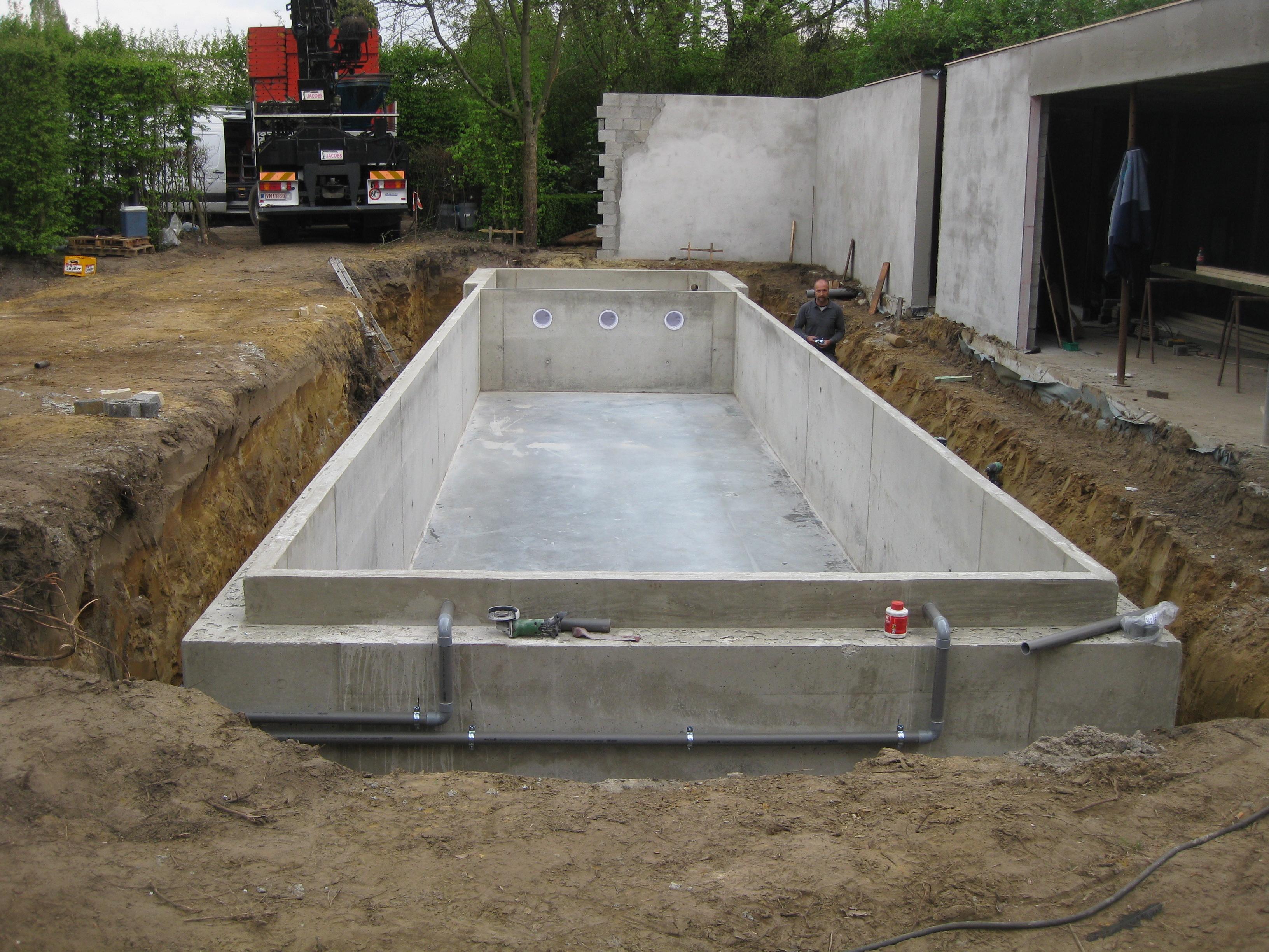 Betonkuip voor zwemvijver