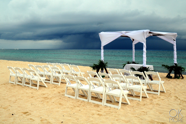 Wedding photography: event details, beach altar