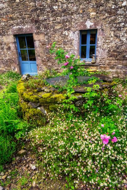 Travel photography destination France: Bretagne morbihan kerhouil garden farm house