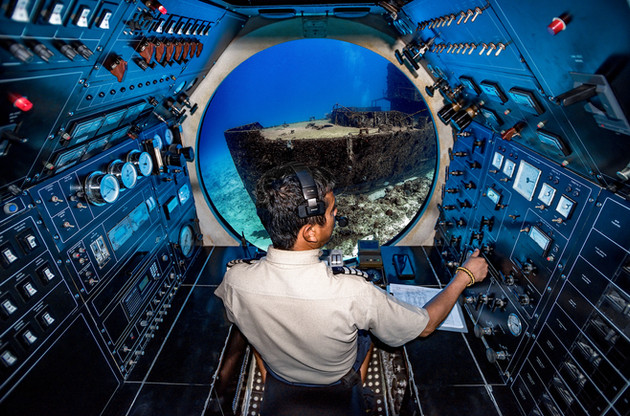 Commercial photography: Underwater caribbean ocean, mesoamerican barrier reef, Atlantis Submarine captain, wreck C53