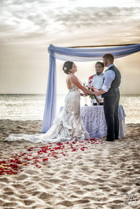 Wedding photography: ceremony, altar on the beach, caribbean ocean