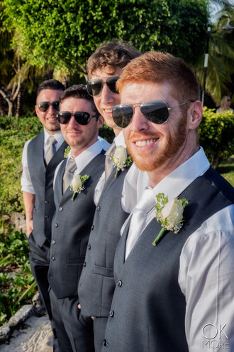 Wedding photography: groom and groomsmen