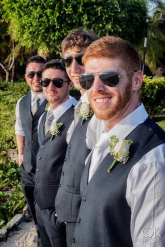 Wedding photography: groom and groomsmen