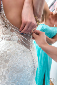 Wedding photography: event details, getting ready, bride's dress