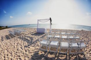 Wedding photography: event details, beach altar