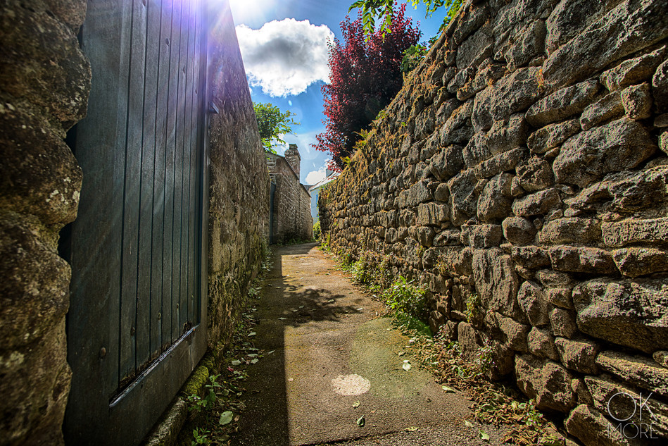 Travel photography destination France: Bretagne trinite sur mer morbihan small stone passage, old street