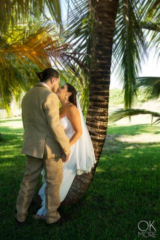 Wedding photography: couple portraits