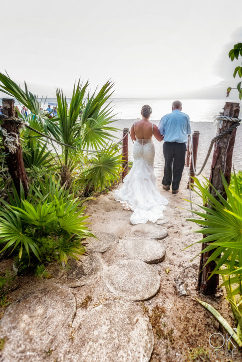Wedding photography: bridal walk