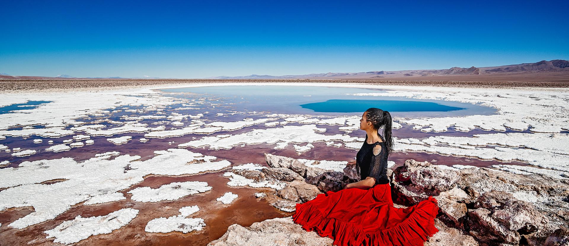 retrato portrait mujer sentada sitting bailando desierto de atacama desert woman dancing skirt dress blue skies lagunas escondidas baltinache lagoon blue salt flats salar white