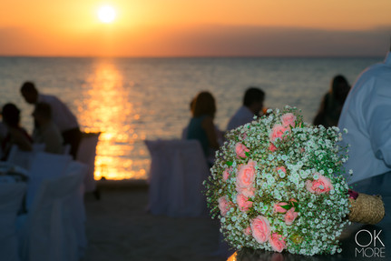 Wedding photography: event details, bouquet at sunset