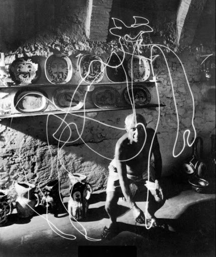 Pablo Picasso painting with light, Photograph by Gjon Mili | Source: Visual News