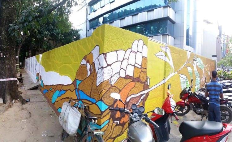 Graffiti at Indiranagar by Amitabh Kumar, Arzu Mistry and students from Srishti. Image credits: LBB Bangalore