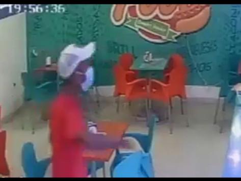 En Vídeo || Atracan a comensales y empleados de un local de comidas rapidas en Barranquilla