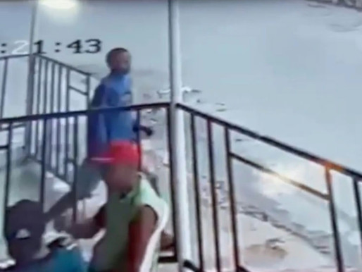 En Vídeo   Siguen los atracos en la ciudad de Barranquilla, dos jóvenes armados atracan en el Bosque