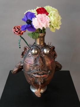 부끄러워하는 꽃병 도깨비 Shy vase dokkebi