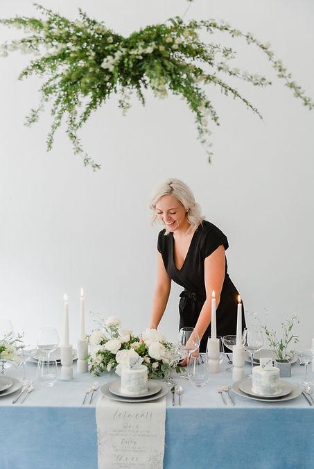blue wedding table design, cake placecard