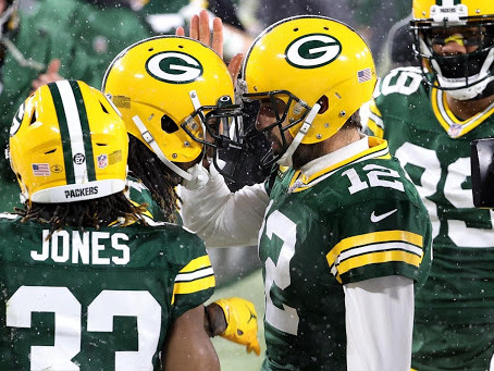 Packers roll past Rams, advance to NFC Championship for second straight year
