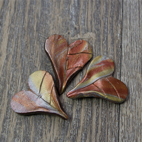 Large Metallic Heart Polymer Leaf Buttons
