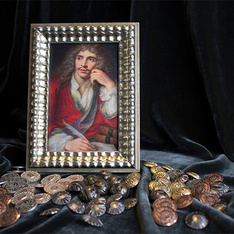 A picture of the play-write Molière with buttons around it.