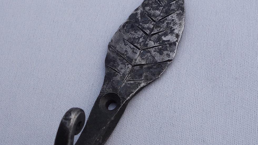 Crochet feuille en fer forgé