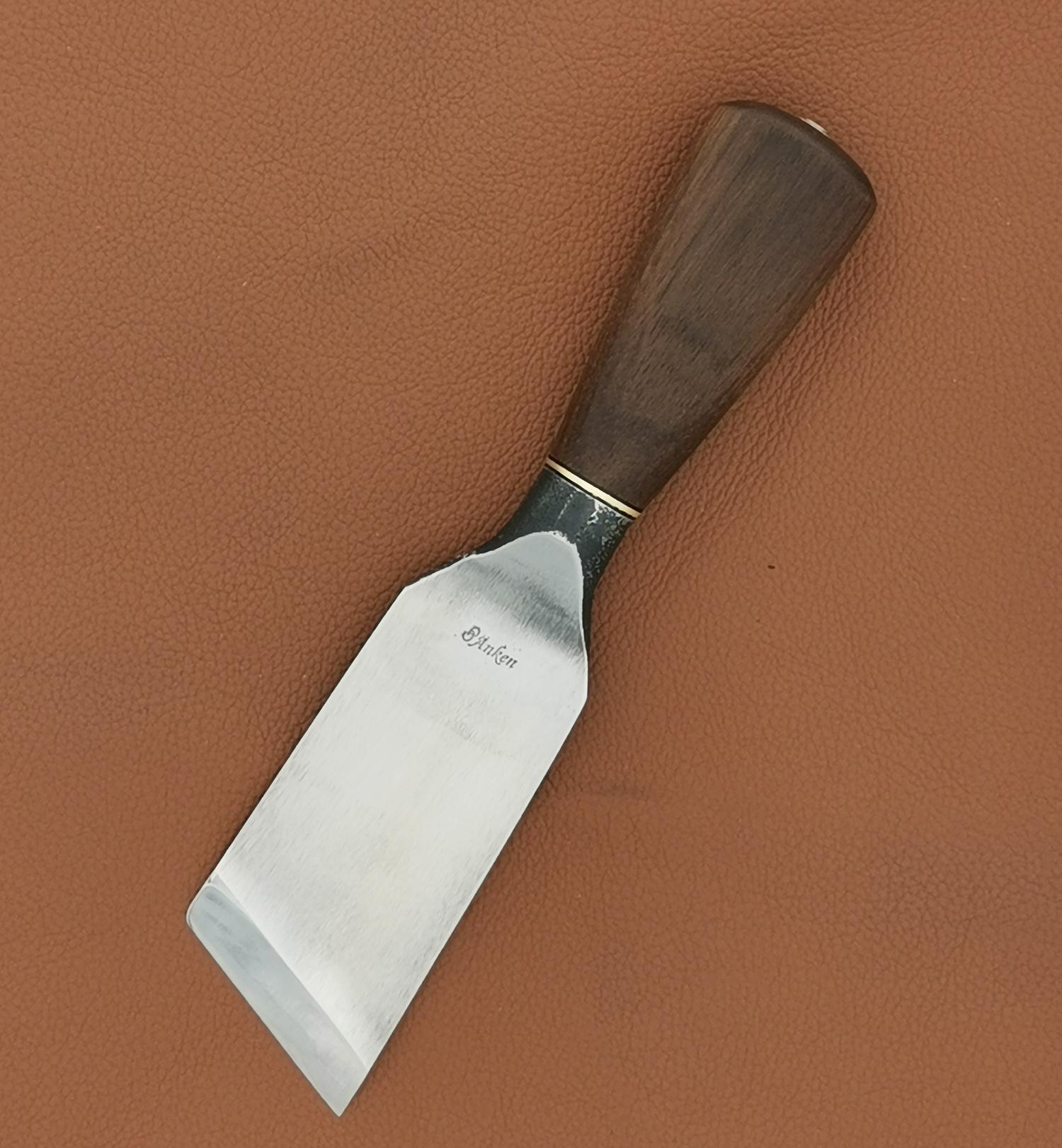 Couteau_à_parer_pour_sellier