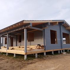 Одноэтажный дом  из клееного бруса с большой вернадой
